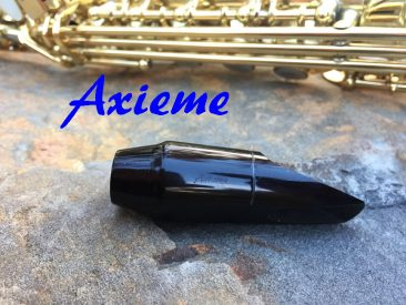 Crisp, quick and liquid response; square throat similar to Selmer S80