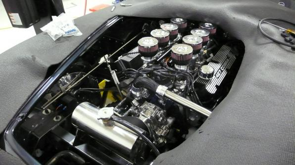 Shelby Cobra stacked fuel injectors